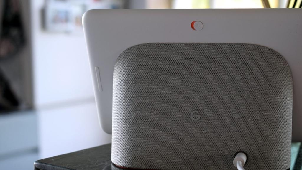 Google Home Hub вид сзади